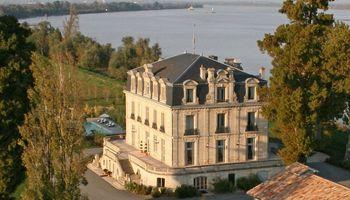 Château Grattequina à  -